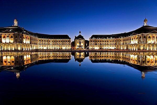 La Plaza de Burdeos y su espejo de agua