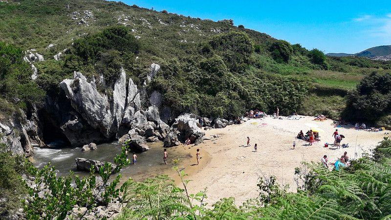 Alt Asturias_Gulpiyuri_playa_vacaciones-en-la-playa, title Asturias_Gulpiyuri_playa_vacaciones-en-la-playa