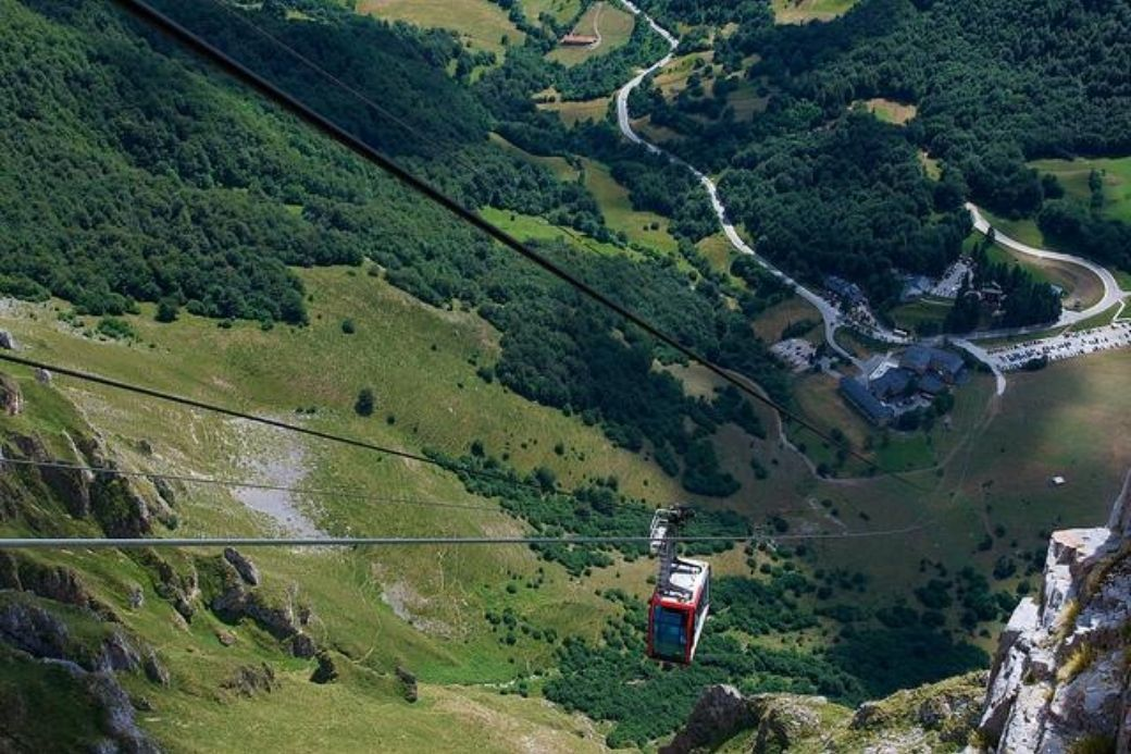 Alt vacaciones-en-cantabria_picos-de-europa_teleferico_Fuente-de_montana, title vacaciones-en-cantabria_picos-de-europa_teleferico_Fuente-de_montana