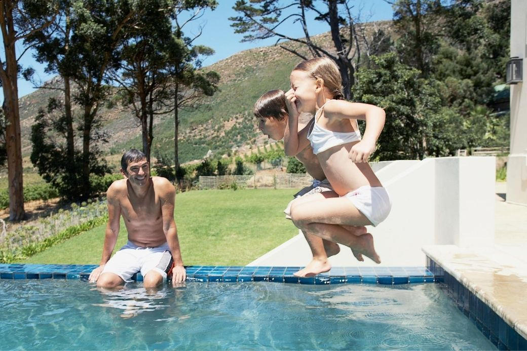 Alt HomeExchange_piscina_familia_ninos, title HomeExchange_piscina_familia_ninos