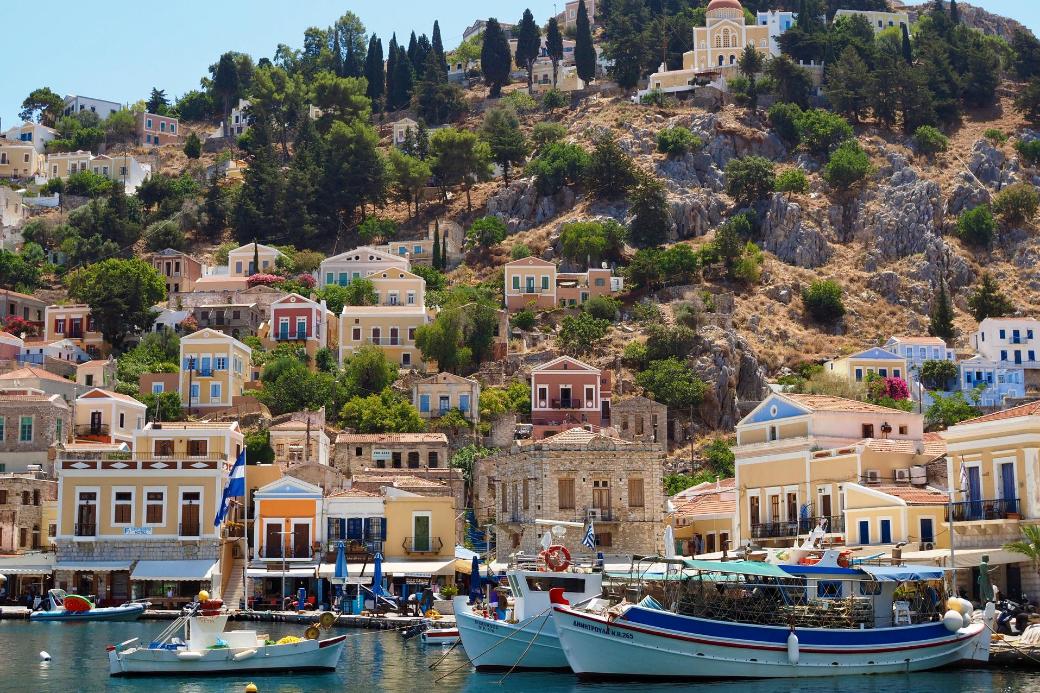 grecia-symi-barco-casas-veranillo del membrillo-intercambio de casas