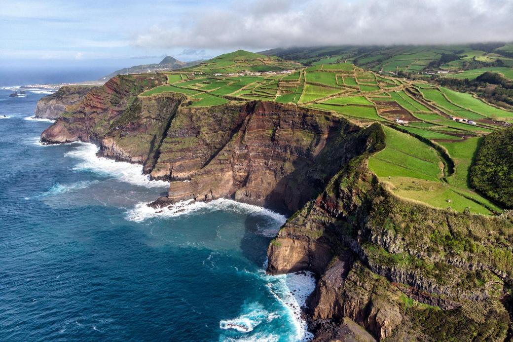 acores-azores-portugal-acantilados-vacaciones-veranillo del membrillo-intercambio de casas