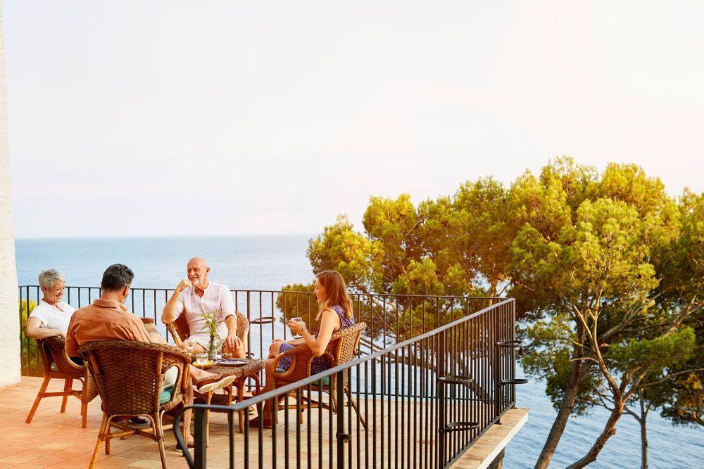 amigos-familia-mar-aperitivo-sol-intercambio de casas