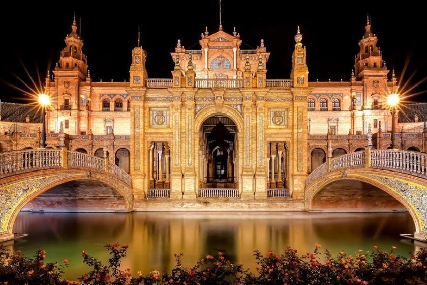 Alt Semana-Santa-Sevilla_HomeExchange_parque-maria-luisa, title Semana-Santa-Sevilla_HomeExchange_parque-maria-luisa