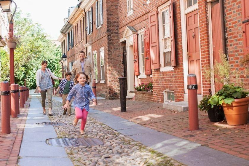 alt vacaciones-en-familia-intercambio-de-casas-calle, title vacaciones-en-familia-intercambio-de-casas-calle