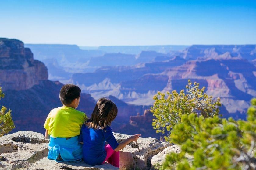 alt viajar-en-familia-nin-os-vistas-montana, title viajar-en-familia-nin-os-vistas-montana