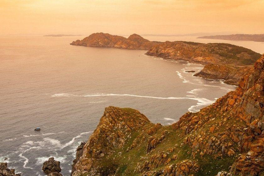 alt Galicia_Islas-cies_acantilados_vacaciones-en-Espana, title Galicia_Islas-cies_acantilados_vacaciones-en-Espana