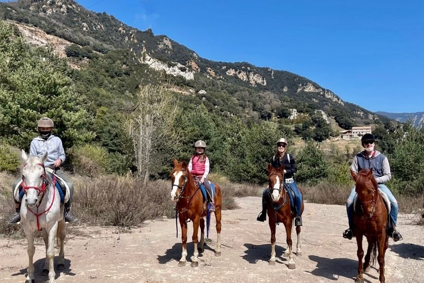 alt vacaciones-en-familia_ruta-a-caballo_montana, title vacaciones-en-familia_ruta-a-caballo_montana