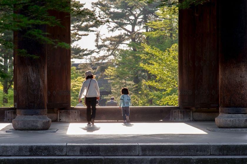 alt viajar-a-japon_vacaciones-en-familia_madre-e-hija, title viajar-a-japon_vacaciones-en-familia_madre-e-hija