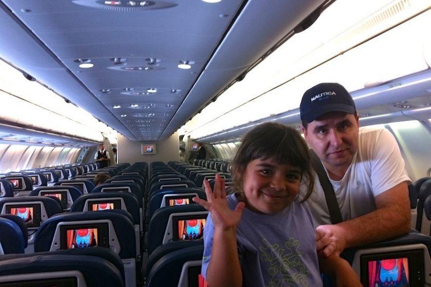 alt viajar-con-ninos_avion_familia, title viajar-con-ninos_avion_familia